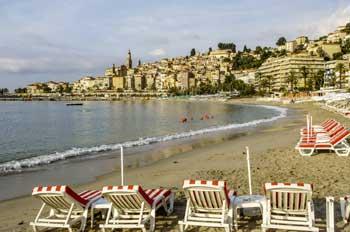 bar en bord de mer avec plage privee menton